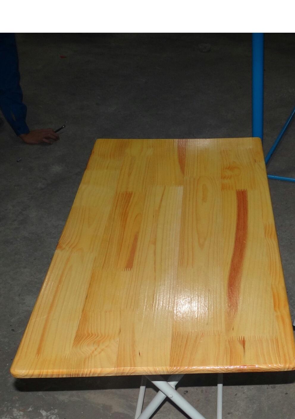 Bàn mặt gỗ thông chân sắt Mã DK 101
